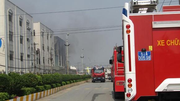 Cảnh tan hoang sau vụ cháy ở KCN Việt Hương ảnh 5