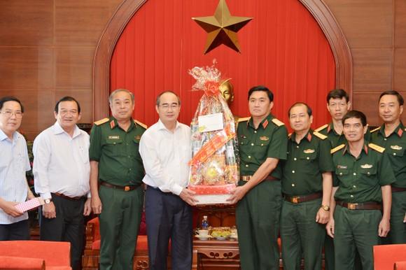 Bí thư Thành ủy TPHCM Nguyễn Thiện Nhân thăm, chúc tết lực lượng vũ trang tại TPHCM ảnh 1