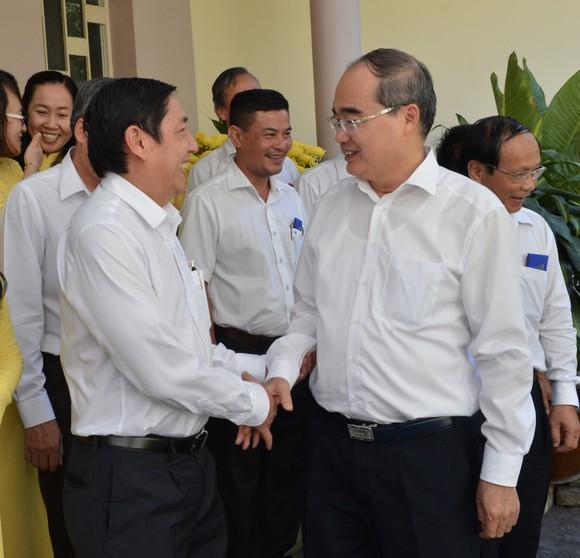 Bí thư Thành ủy TPHCM Nguyễn Thiện Nhân giao nhiệm vụ trong ngày làm việc đầu năm ảnh 4