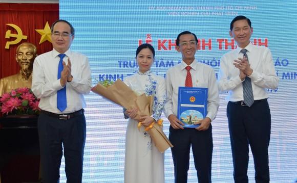 Bí thư Thành ủy TPHCM Nguyễn Thiện Nhân: Xây dựng đô thị thông minh để 'đoàn tàu TPHCM' tăng tốc ảnh 1