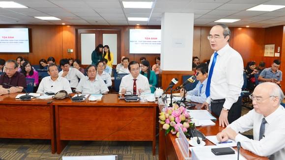 Bí thư Thành ủy TPHCM Nguyễn Thiện Nhân kêu gọi báo chí giám sát kết quả cải cách hành chính ảnh 2