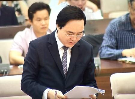 Bộ trưởng Phùng Xuân Nhạ báo cáo tại phiên họp