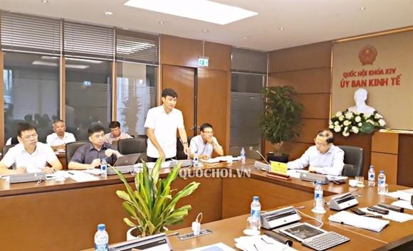 Thứ trưởng Bộ Tài nguyên và Môi trường Trần Quý Kiên cho biết, việc thu tiền cấp quyền khai thác khoáng sản và khai thác tài nguyên nước là quy định rất mới, phức tạp