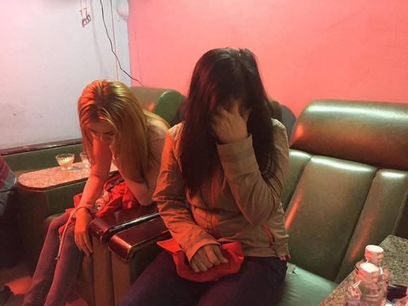 Kiểm tra cơ sở massage vùng ven phát hiện 2 nữ nhân viên kích dục cho khách ảnh 4