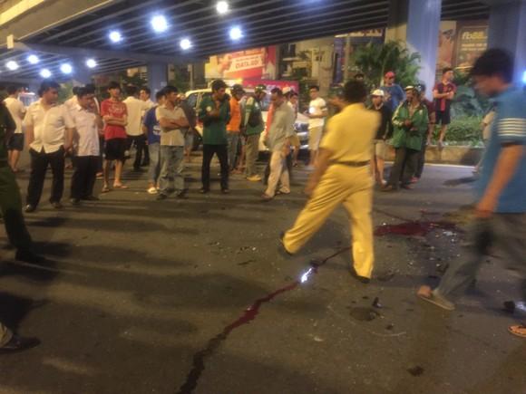 Nữ tài xế ô tô có biểu hiện say xỉn tông hàng loạt xe, một người chết ảnh 3