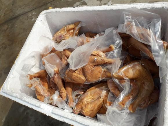 Phát hiện 3 tấn chim cút bốc mùi hôi thối không rõ nguồn gốc ảnh 1