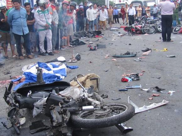Vụ tai nạn kinh hoàng ở Long An: Tài xế đối mặt với mức án như thế nào? ảnh 2