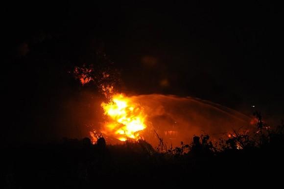 Ngọn lửa bùng cháy dữ dội