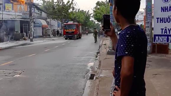 Cháy đường cáp viễn thông, nhiều người hoảng sợ ảnh 2