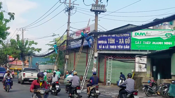 Cháy đường cáp viễn thông, nhiều người hoảng sợ ảnh 3