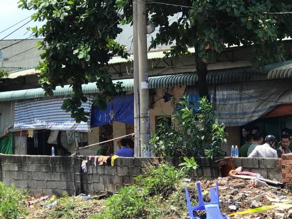 Chồng cùng vợ đang mang thai và con nhỏ 3 tuổi tử vong trong căn nhà khoá trái cửa ảnh 1