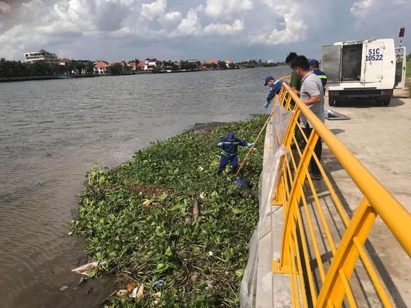 2 thi thể nam giới trôi trên sông Sài Gòn ảnh 2