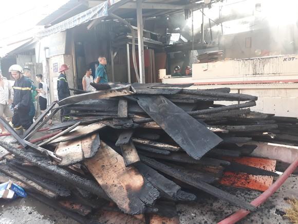 Cháy lớn ở cơ sở kinh doanh gỗ nhiều tài sản bị thiêu rụi ảnh 2