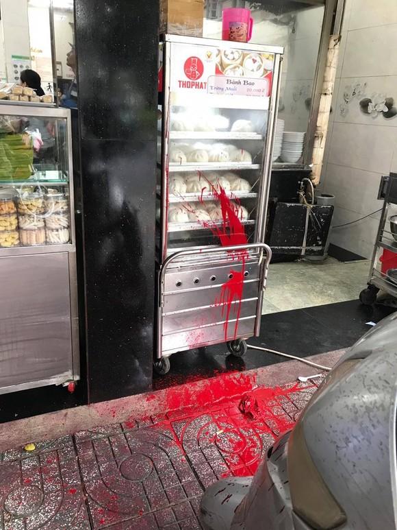 Vụ quán phở Hoà bị 'khủng bố' bằng mắm tôm, sơn…: Bắt em rể chủ quán ảnh 2
