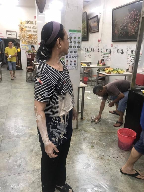Vụ quán phở Hoà bị 'khủng bố' bằng mắm tôm, sơn…: Bắt em rể chủ quán ảnh 3
