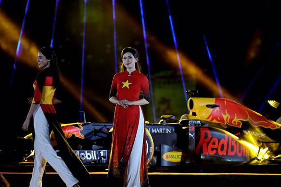 Đua xe F1 đến Việt Nam: Cơ hội gặp Hamilton, Vettel rất gần ảnh 8