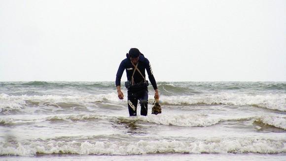 Kỳ thú nghề săn rum biển ảnh 6