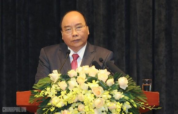 政府總理阮春福出席會議。