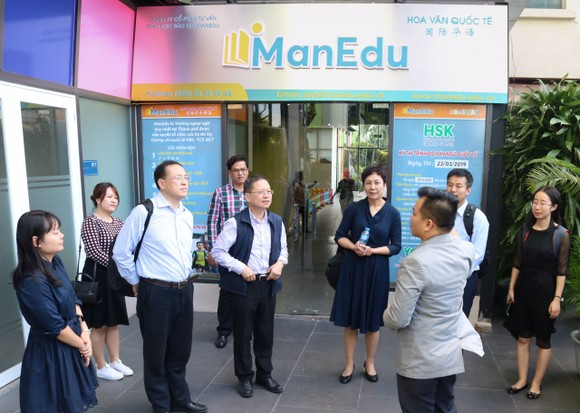 中國西安交大代表團參觀 Manedu 國際華語學校。