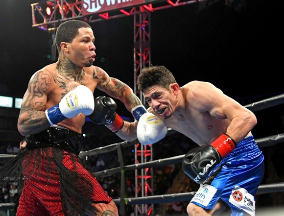 Gervonta Davis đấm gục Hugo Ruiz