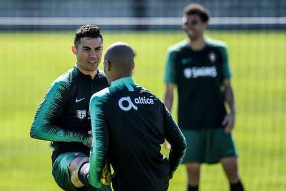 """Euro 2020: Tuyển thủ Ucraina """"phát cuồng"""" vì… sắp đấu với Ronaldo ảnh 1"""