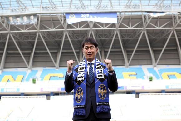 """Ông Yoo Sang Chul sẽ là """"sự phụ mới"""" của Công Phượng"""
