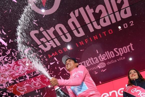 Giro d'Italia: Carapaz - chàng trai vắt sữa bò làm nên lịch sử cho Ecuador ảnh 2