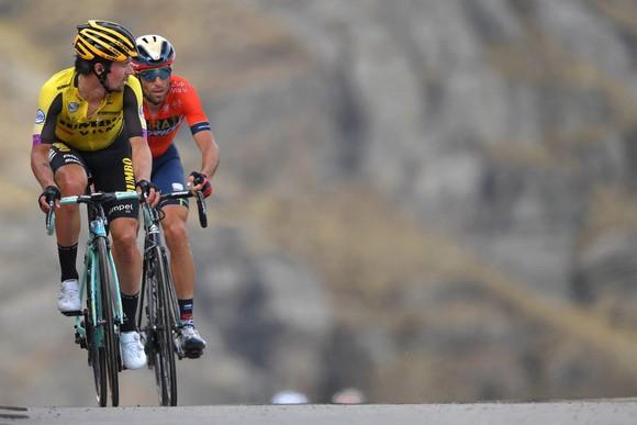 Giro d'Italia: Carapaz - chàng trai vắt sữa bò làm nên lịch sử cho Ecuador ảnh 4