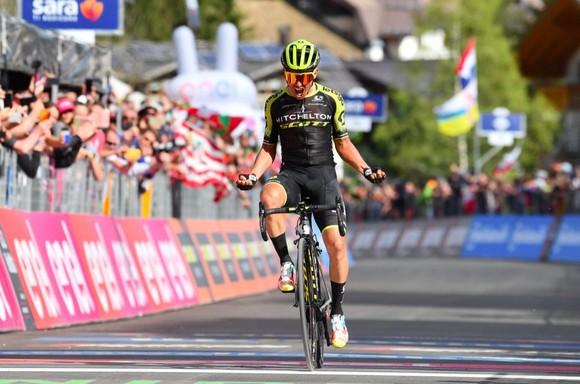 """Giro d'Italia: Chaves """"can trường"""" quay trở lại đầy ấn tượng ảnh 1"""