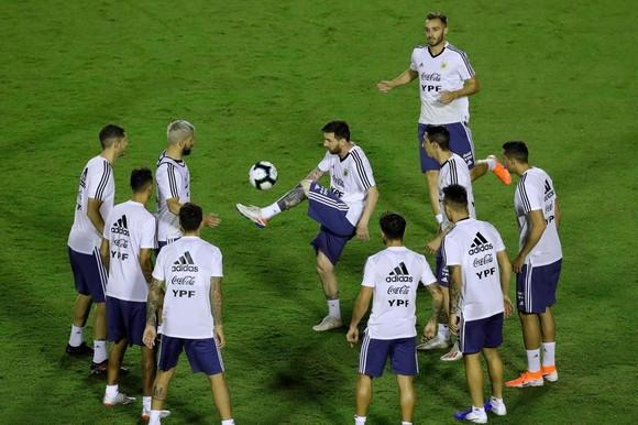 "Argentina - Colombia: Ông Scaloni sẽ chơi với ""mũi đinh ba"" Messi - Aguero - Di Maria ảnh 2"