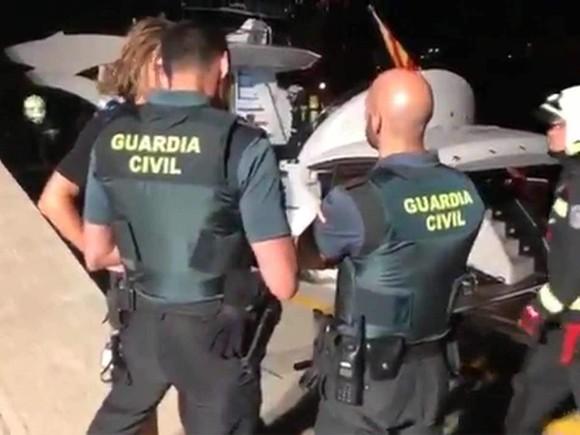 Wladimir Klitschko suýt chết ở Mallorca: Du thuyền bốc cháy, lực lượng phòng vệ bờ biển giải cứu ảnh 2