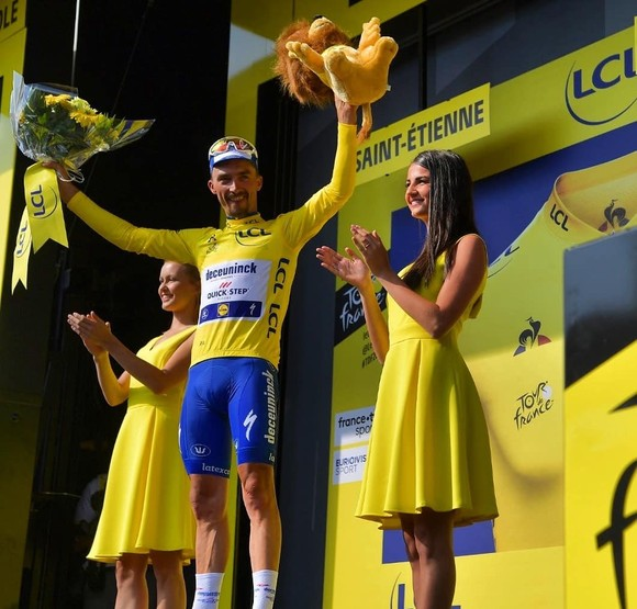 Tour de France: De Gendt thắng chặng 8, bị tố núp gió xe mô tô, Alaphilippe vẫn tái chiếm Áo vàng ảnh 2