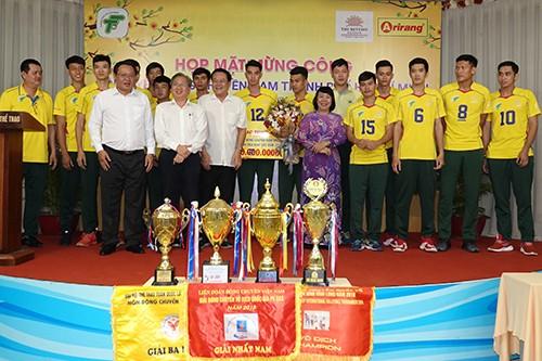 Bóng chuyền Nam TPHCM nhận thưởng 600 triệu đồng ảnh 1