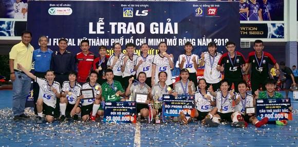Đội nữ Thái Sơn Nam Quận 8 vô địch giải futsal TPHCM mở rộng 2019 ảnh 5