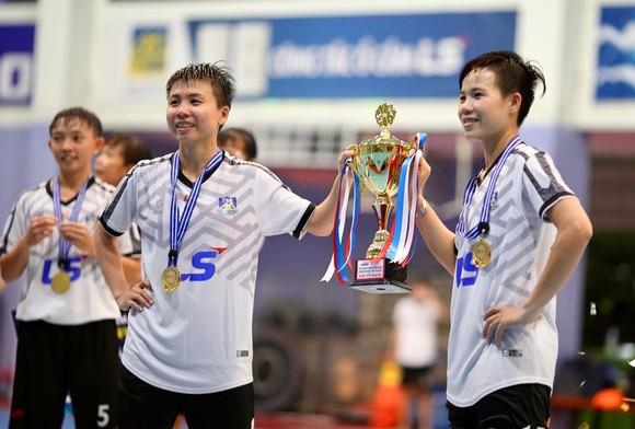 Đội nữ Thái Sơn Nam Quận 8 vô địch giải futsal TPHCM mở rộng 2019 ảnh 4