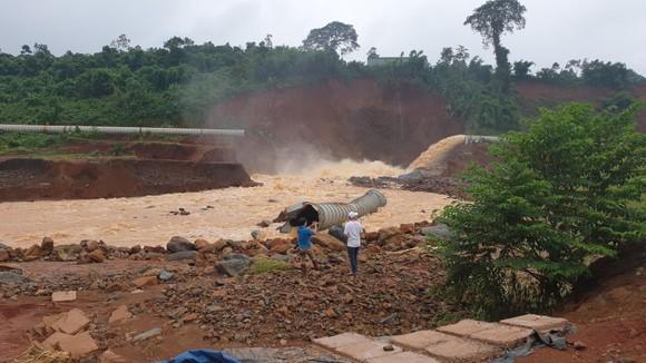 Sự cố thủy điện ở Đắk Nông: Phó Thủ tướng yêu cầu xử lý nghiêm nếu có sai phạm ảnh 1
