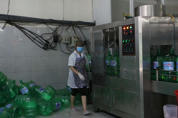 """Đà Nẵng: Cúp nước liên tục, nước đóng chai """"lên ngôi"""" ảnh 3"""