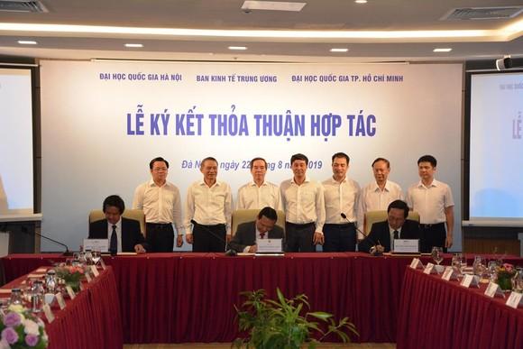 Ký kết hợp tác giữa Ban Kinh tế Trung ương và hai Đại học Quốc gia ảnh 1