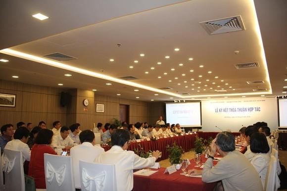 Ký kết hợp tác giữa Ban Kinh tế Trung ương và hai Đại học Quốc gia ảnh 2