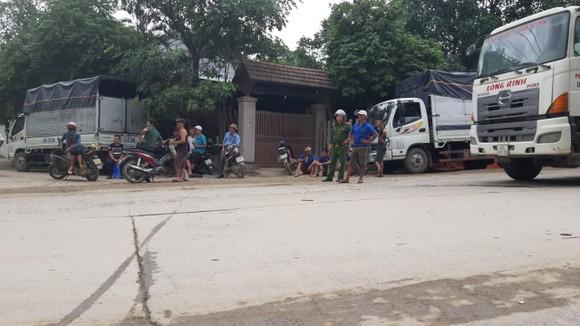 Người dân Đà Nẵng chặn xe để phản đối việc gây ô nhiễm ảnh 2