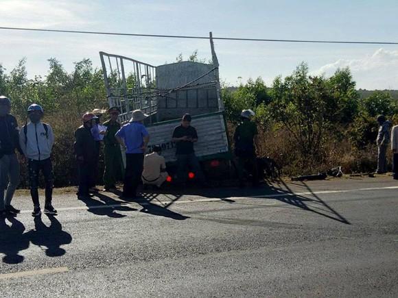 Xe tải gãy trục lao vào xe máy, 3 chị em ruột tử vong ảnh 1