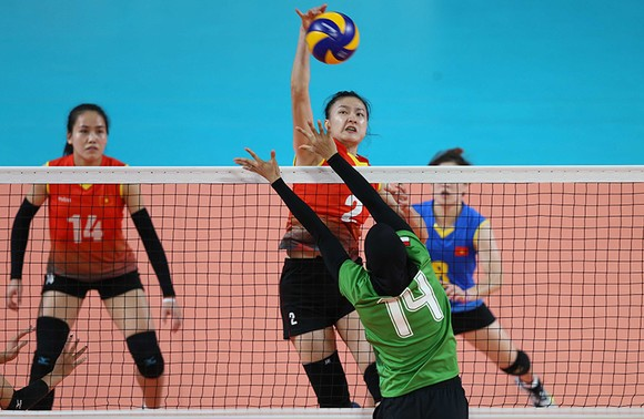 Bóng chuyền nữ: Việt Nam thắng thuyết phục Indonesia ngay tại Jakarta ảnh 5