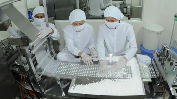 Sản xuất dược phẩm cung ứng thị trường trong nước. Ảnh: CAO THĂNG