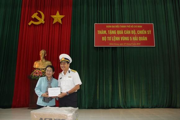 Bàn giao Nhà CLB Thủy thủ Vùng 5 Hải quân do TPHCM xây tặng     ảnh 3