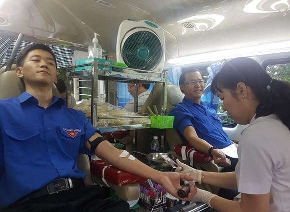 Gần 100 cán bộ, công nhân viên Công ty Fosco tham gia ngày hội hiến máu ảnh 1