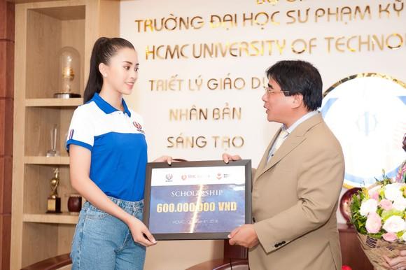 Hoa hậu Tiểu Vy về trường, tham gia buổi học đầu tiên ảnh 3