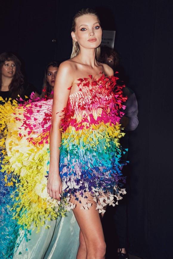 Elsa Hosk đảm nhiệm First Face và Vedette tại show Công Trí Xuân Hè 2020 ảnh 3
