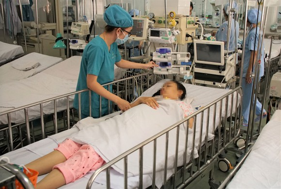 Giao lưu trực tuyến về việc điều chỉnh giá dịch vụ y tế ảnh 1