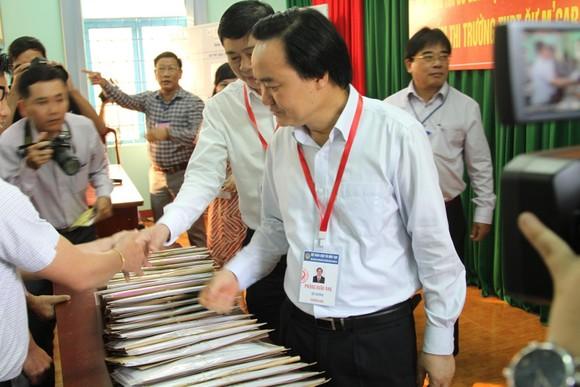 Bộ trưởng Bộ GD-ĐT kiểm tra tủ đề thi