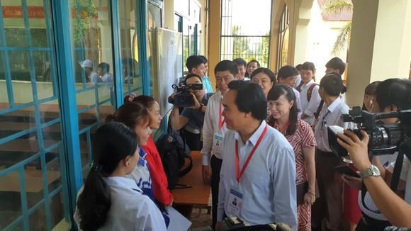 Bộ trưởng Bộ GD-ĐT kiểm tra kỳ thi THPT quốc gia tại Đắk Lắk ảnh 1